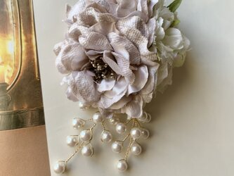 上品なグレー系ローズのコサージュ(ビーズ付) *卒業式*入学式*結婚式の画像