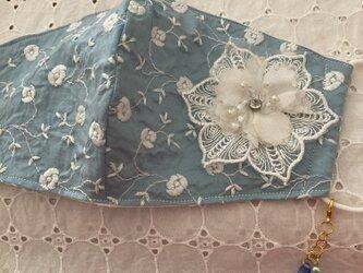 ハンドメイド☆くすみブルー花刺繍チャーム付きの画像