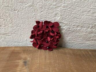 革花のドーナツブローチ(スワロフスキービーズ) ローズレッドの画像