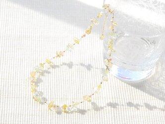 春色のナイロンコートワイヤーネックレス ミモザ14kgfの画像
