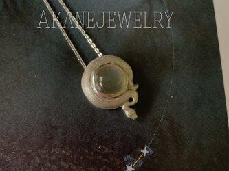 ムーンストーンとボールパイソンのネックレスの画像