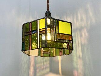 ステンドグラスランプ 6角、グリーンとストライプたちの画像