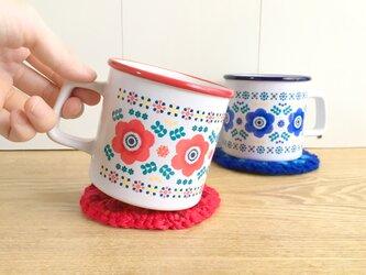 アネモネのペアマグカップ 赤と青 (陶器) 北欧 お花のマグの画像