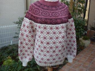 ワインと薄小豆の刺子模様セーターの画像