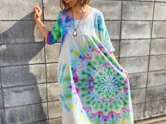 タイダイ染め ロングワンピース Hippies Dye 淡く虹を映す湖面カラーに彩やかに羽を広げる孔雀大曼荼羅☆ HD13-28の画像