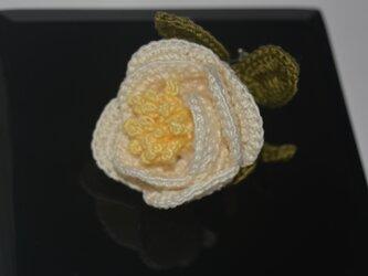 白椿一輪のコサージュの画像