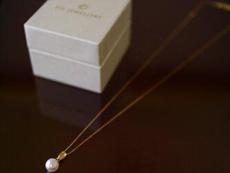 Sot.to K18YG 7mmアコヤ真珠のシンプル バチカンネックレスの画像