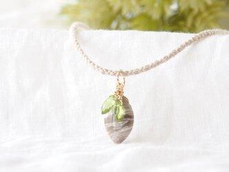 Leaf Pendant(シルバーリーフジャスパー×ペリドット)-beige-の画像