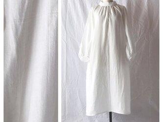 肌と心のためのロマネワンピース(ダブルガーゼ:オフホワイト)の画像