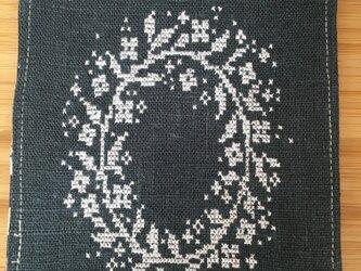 クロスステッチコースター(フラワーリース)の画像