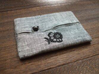 花刺繍のティッシュケース 麻黒白 Aの画像