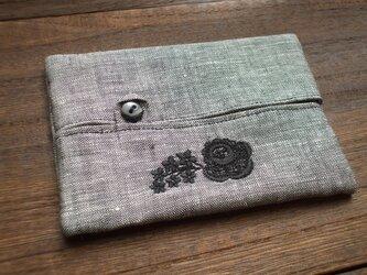 花刺繍のティッシュケース 麻黒白 Bの画像