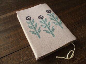 クロスステッチ花刺繍の文庫本ブックカバー 麻 薄モーブの画像