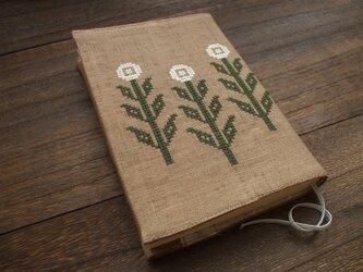 クロスステッチ花刺繍の文庫本ブックカバー 麻 ライトブラウンの画像