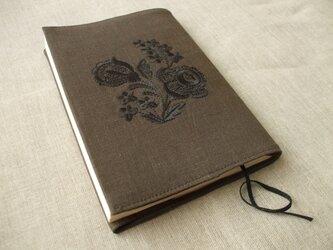 花刺繍の文庫本ブックカバー 麻 茶の画像