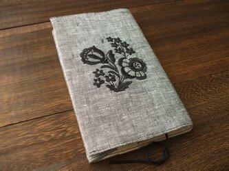 花刺繍の新書ブックカバー 麻 黒白シャンブレーの画像