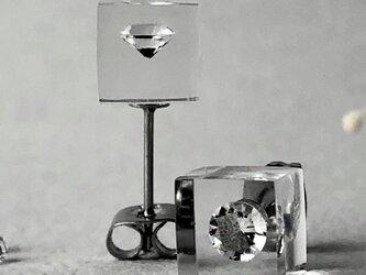 キュービックジルコニア 耳元に浮かぶピアス シルバーカラー(ギフト, 誕生日プレゼント, ギフトラッピング, お呼ばれ)の画像