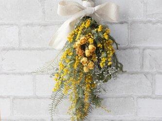 (再販)ミモザと黄色いバラのスワッグの画像