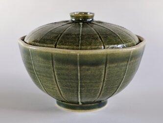 蓋付花弁茶碗の画像