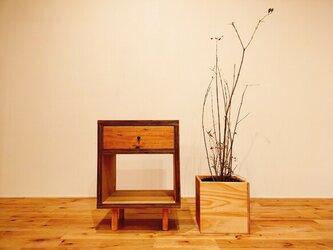 ■無垢×合板のコントラストが美しいチェスト/杉/ラック/北欧/収納/サイドテーブル/引出し/ソファテーブル/スツール/ベンチの画像