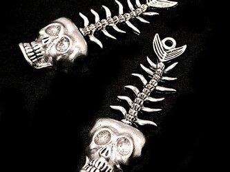 【大きめ】人面魚の骸骨チャーム60mm 銀古美 1個【骸骨 ハロウィンパーツ ハンドメイド素材】の画像
