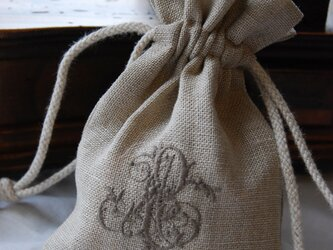 リネンに刺繍 [青森ヒバの抗菌サシェ]  ブラウン刺繍の画像