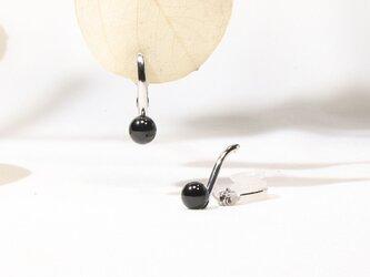 ブラックスピネルのイヤリングの画像