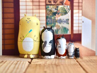 日本猫のマトリョーシカの画像
