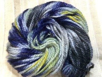 メリノウール【個性的な手染め糸】手紡ぎした後に染めました!  59gの画像