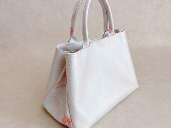 プリモ ハンドバッグ 手染め ボタニカル柄 × パール ホワイトの画像