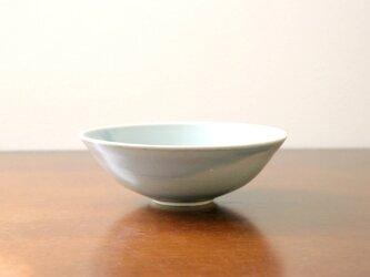 【SALE】淡いブルーの釉薬 7寸鉢の画像