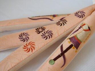 日本刺繡の鼻緒 春駒(生成✖️紫)の画像