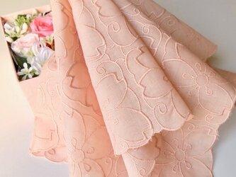 草木染桜刺繍ハンカチ (サーモンピンク)の画像