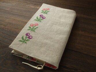 クロスステッチ丸花刺繍の新書ブックカバー フラックス ピンクの画像