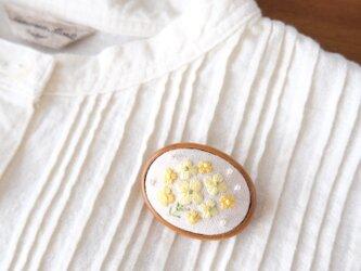 なのはなの刺しゅうブローチ ☆ 手刺繍 アクセサリー 花 春色の画像