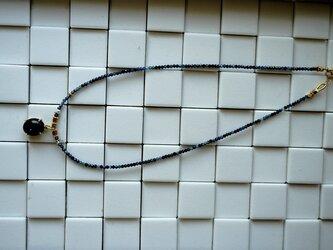 ブラックオパール×サファイアの美しすぎるネックレスの画像