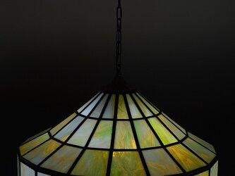 淡いグリーンとブラウンのランプシェードの画像