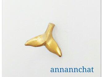 【ビンテージ クジラの尾っぽ 小さい ピンブローチ 】幸運 ラッキー 海の画像