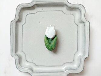 チューリップ5(ホワイト) 陶土ブローチの画像