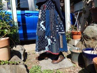 古布リメイク☆藍染め木綿パッチに赤を効かせてでキュートな大人スカート♪80㎝丈の画像