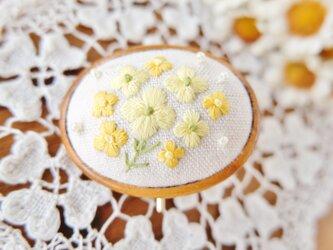 なのはなの刺しゅうポニーフック ☆ 手刺繍  ヘアアクセサリー 花 春色 の画像