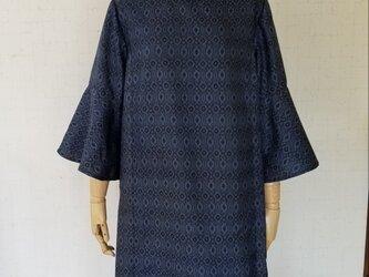 大島紬 フレアー袖後ろリボンワンピースの画像