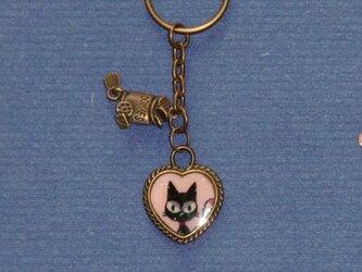 ★レジン キーホルダー ハート型枠に猫柄★の画像