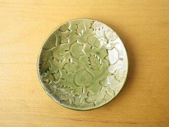 葉っぱ模様の小さなお皿の画像