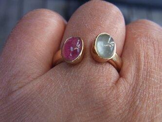 ピンクトルマリンとアクアマリンの指輪の画像