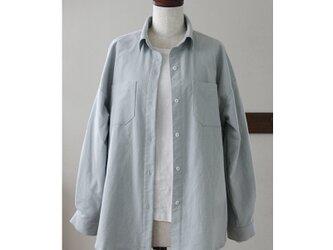 ビッグシルエットのシャツ 春色くすみブルー(M)の画像