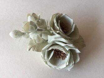 スズランと薔薇の画像
