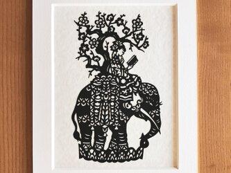 読書の切り絵「象の本」の画像