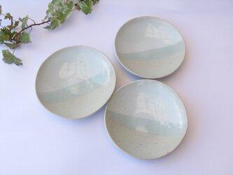 二色の皿aの画像