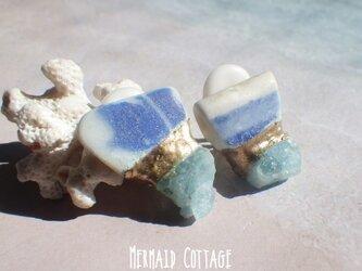 ☆3月誕生石☆シー陶器とアクアマリン原石の金継ぎほっこりイヤリング☆蝶バネの画像
